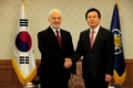 Hwang meets Iraqi foreign minister