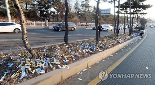 先月9日にはソウル近郊の陸軍部隊周辺で北朝鮮のビラ2万枚が見つかった=(聯合ニュース)