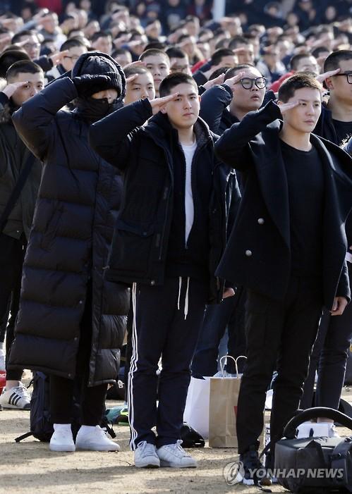 Music idols enter army