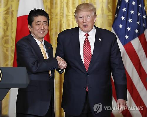 아베 일본 총리(왼쪽)와 트럼프 미국 대통령