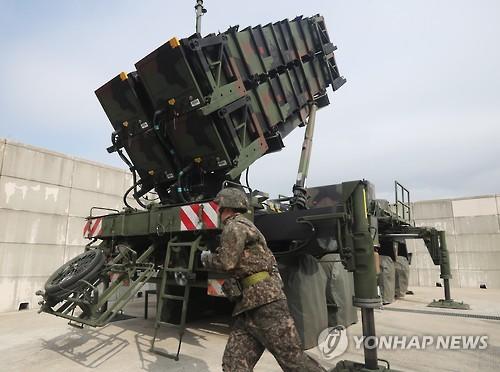 爱国者发射台正在进行演习。(韩联社)
