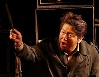 14일 오후 서울 대학로 드림아트센터에서 열린 연극 '밑바닥에서' 기자간담회에서 배우 김수로가 인사말을 하고 있다. 오른쪽은 배우 강성진. 이 연극은 3월 12일까지 공연되며 입장료는 좌석 등급없이 4만 원이다.
