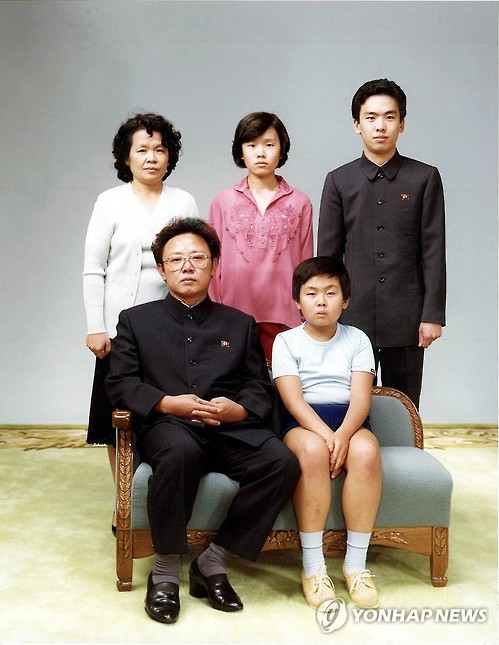 김정일 국방위원장과 김정남, 이한영 [여성중앙 제공]