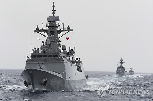 해상기동훈련에 참가한 전투함정