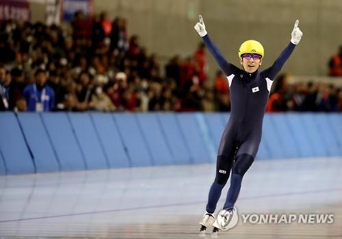 李承勋赛后庆祝胜利。(韩联社)