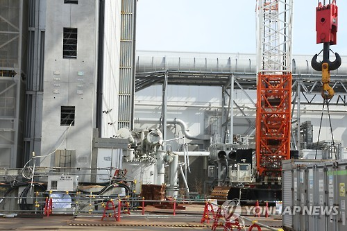"""""""오염수 넘칠라""""…日후쿠시마 원전, 쓰나미 대책 서두른다"""