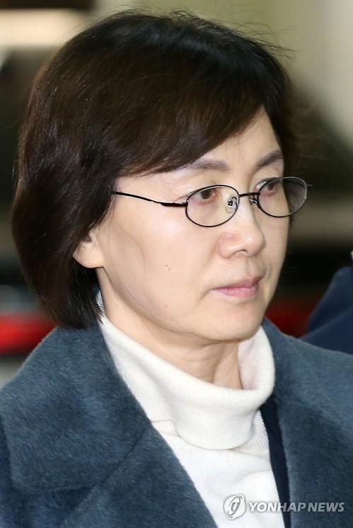 굳은 표정의 최경희 전 총장