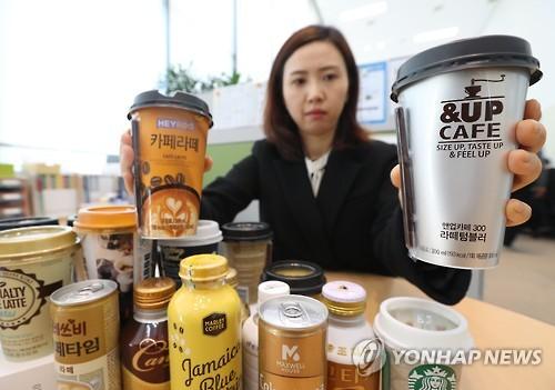 커피 제품 조사 발표하는 관계자