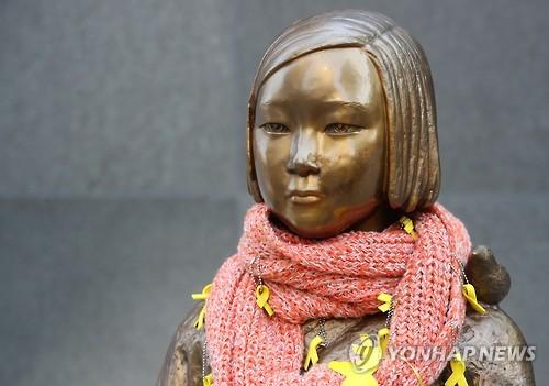 日本大使館前の少女像=(聯合ニュース)