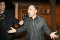 涉刺金案朝籍嫌疑人获释后抵京见记者
