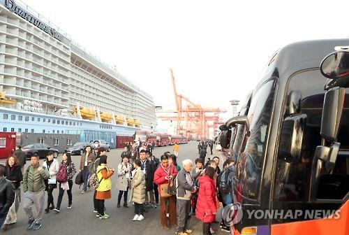 釜山を訪れたクルーズ観光客(資料写真)=(聯合ニュース)