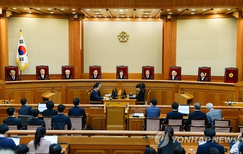 탄핵 심판하는 8인의 재판관들