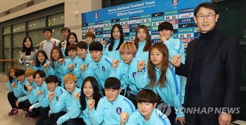 파이팅 외치는 여자 축구 대표팀