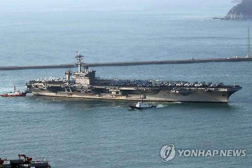 Le porte-avions américain à propulsion nucléaire USS Carl Vinson arrive le matin du mercredi 15 mars 2017 dans le port de Busan pour prendre part à l&apos;exercice militaire conjoint Corée du Sud-Etats-Unis, Key Resolve. </p><p>(Yonhap)