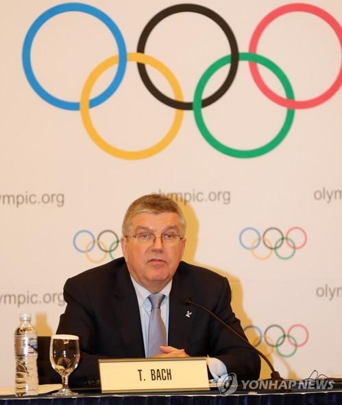 기자회견 하는 바흐 IOC 위원장 [연합뉴스 자료 사진]