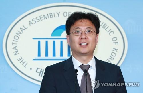 현안 브리핑 하는 장진영 대변인