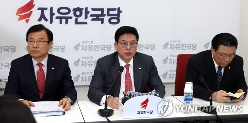 """[박근혜 소환]정우택 """"진실 밝혀지기를"""""""