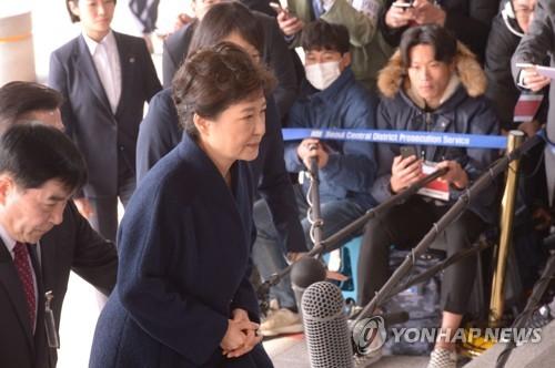 [박근혜 소환] 검찰 계단 오르는 박근혜