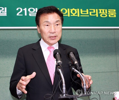 전북도의회에서 기자회견 하는 손학규 전 대표