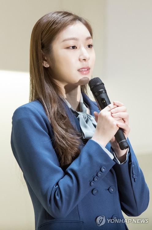 인터뷰하는 김연아