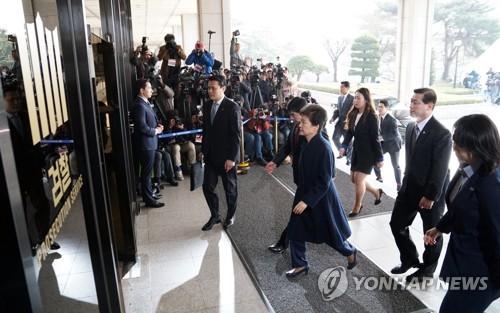 [박근혜 소환] 피의자 신분 검찰 출석