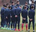 韩男足训练气氛严肃
