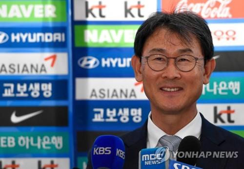 윤덕여 감독, 2019년까지 재계약…