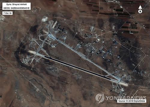 미군 미사일 공격을 받은 시리아 알샤이라트 공군기지 [AP=연합뉴스]