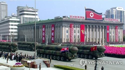 4月15日,朝鲜在太阳节阅兵式上公开疑似新型洲际弹道导弹的武器。图片仅限韩国国内使用,严禁转载复制。(韩联社/朝鲜中央电视台)