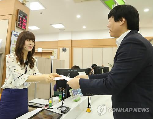 韩国推出盲文护照