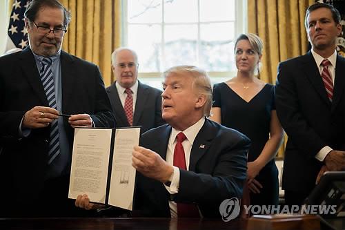 트럼프, '수입철강 조사' 행정각서 서명