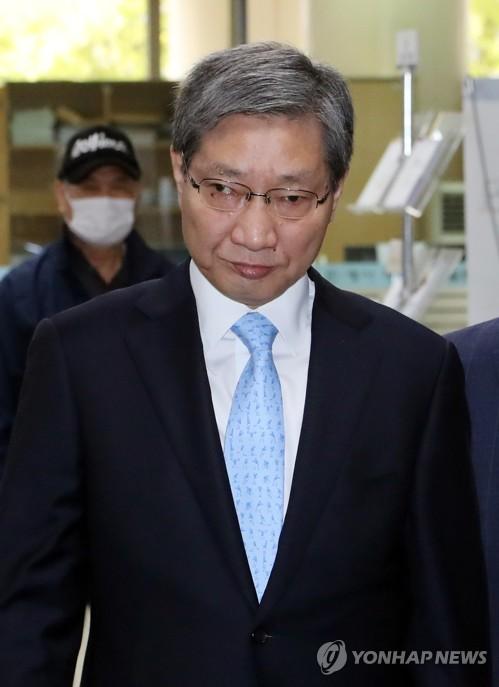법원 출석하는 장충기 전 삼성 차장