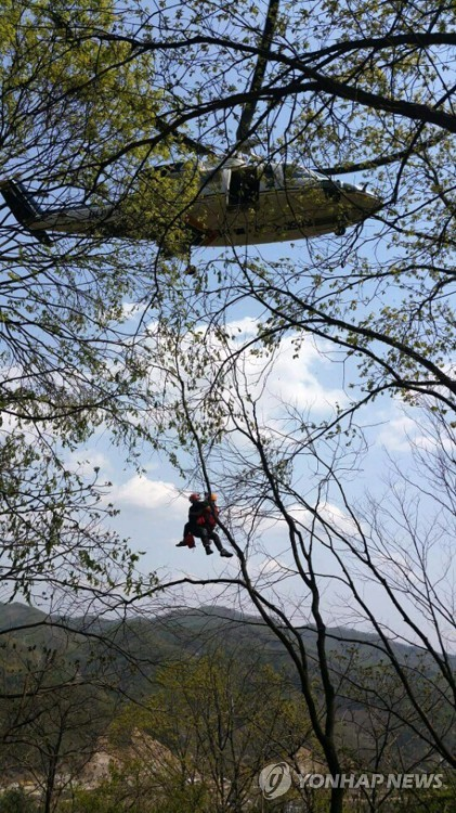 춘천 강촌서 암벽등반 중 추락사고…헬기로 구조