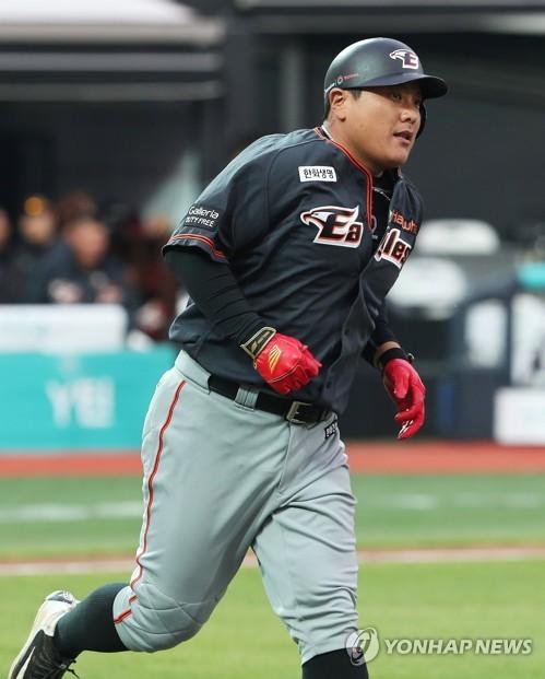 김태균, 홈런으로 63게임 연속 출루