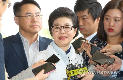 検察に出頭した朴槿リョン氏=28日、ソウル(聯合ニュース)