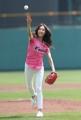 韩恩贞为棒球赛开球