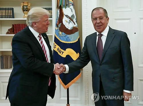 러시아 외무장관 만난 트럼프