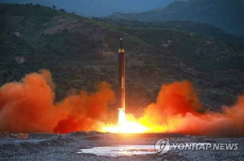 """北 신문,  """"신형지대지 중장거리미사일 발사 성공"""""""
