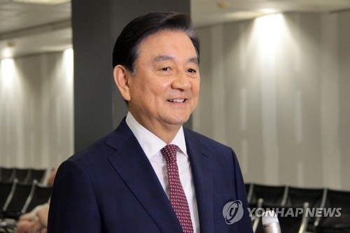 当地时间5月17日,洪锡炫抵达美国杜勒斯国际机场。(韩联社)