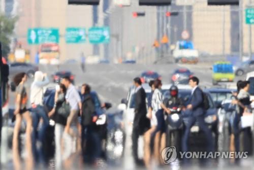 지열로 아지랑이가 피어오른 서울 여의도 모습