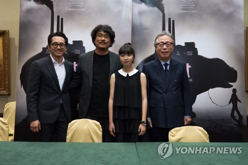 韩片《玉子》戛纳记者会