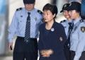 박 전 대통령, 사복에 수갑…집게 핀 올림머리·503번 배지