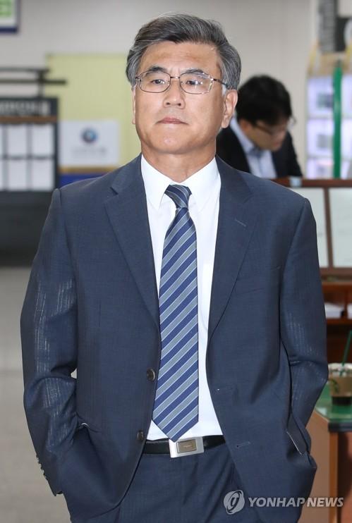 증인 출석하는 김학현 전 공정위 부위원장