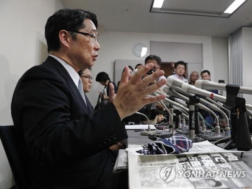 아베 '사학 스캔들' 폭로하는 前관료