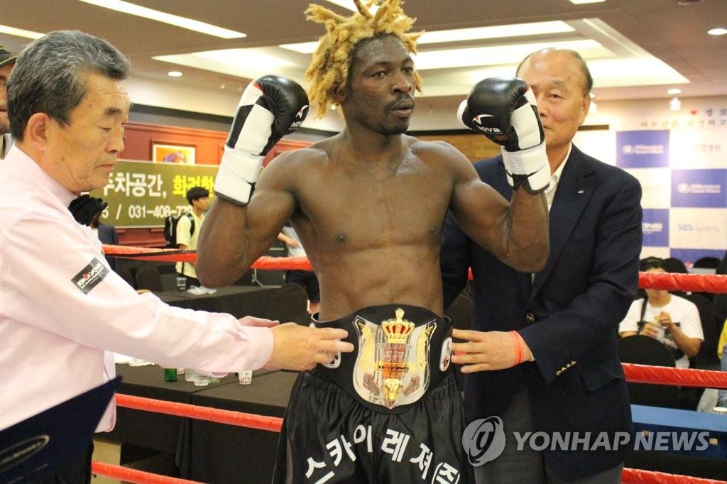 한국 챔피언에 오른 카메룬 '난민 복서' 이흑산