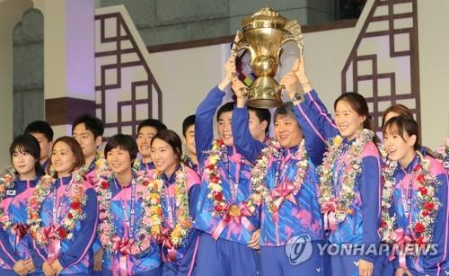 2017 세계혼합단체선수권 우승한 배드민턴 대표팀[연합뉴스 자료사진]