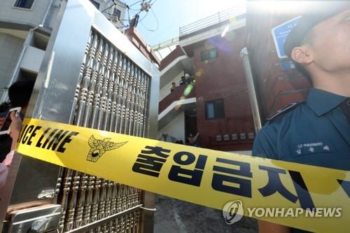 층간소음에 이웃 살상한 50대 현장검증 [연합뉴스 자료 사진]