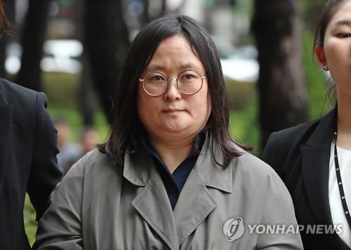 강제송환된 유섬나 [연합뉴스 자료 사진]