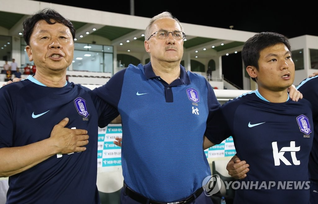 어깨동무한 축구대표팀