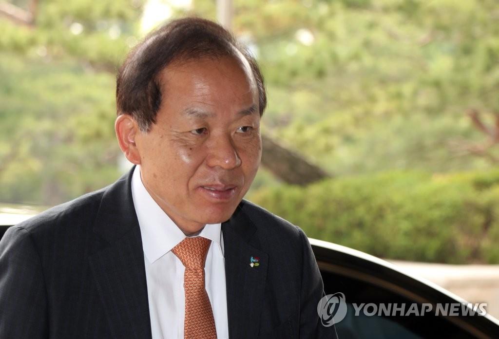 출근하는 김이수 후보자